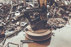 Metal przetwarza fabrykę, Magnesowy Backhoe Fotografia Royalty Free