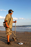 Metal que detecta la playa Foto de archivo libre de regalías