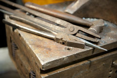 Metal que hace las herramientas a mano Imagen de archivo libre de regalías