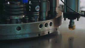 metal que procesa en el taller Herramienta automática en industria pesada Cierre para arriba metrajes