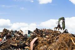 Metal que recicla el terraplén fotografía de archivo