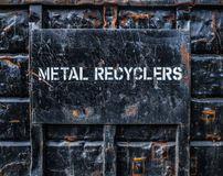 Metal que recicla o contentor Fotografia de Stock