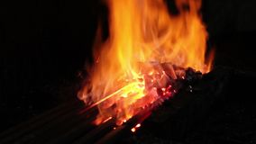 Metal quente em um ferreiro Forge video estoque