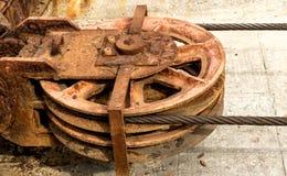 Metal a roda de uma rampa velha do estaleiro em desuso Imagens de Stock Royalty Free