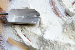 Metal scoop and flour Royalty Free Stock Photography