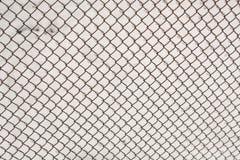 Metal siatki zbliżenie Metal siatka w śniegu Siatki tekstura obraz stock