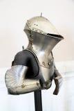 Metal skydd av riddaren mot vapen Arkivfoton