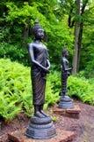 Metal statuaryczny w zieleń ogródzie obrazy royalty free