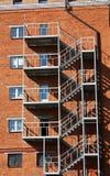 Metal Strichleiter an der Wand des Hauses Stockfoto