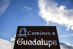 Metal szyldowa poczta na Guadalupe pielgrzymki sposobie, Hiszpania Zdjęcie Stock
