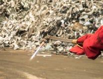Metal tnąca pochodnia z sadzą i płomień wewnątrz przetwarzamy fabrykę, Tajlandzką zdjęcia royalty free