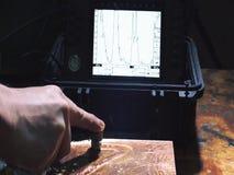 Metal ultrasónico defectoscopy Comprobando la calidad de soldar con autógena el billete bimetálico metrajes