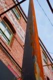 Metal y ladrillos oxidados qué más es necesario Imagenes de archivo