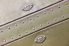 Metal ytbehandlar med rivets Arkivfoto