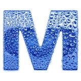 Metal Zeichen u. wässern Sie Tropfen - bezeichnen Sie M mit Buchstaben Lizenzfreies Stockbild