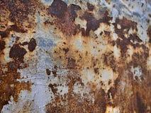 Metal zrudziała tekstura, abstrakcjonistyczny grunge tło, ostrość na lewej stronie fotografia stock