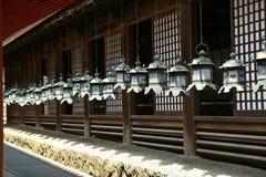 Metali dzwony wiesza w ganeczku obraz stock