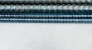 Metali hairpins na porysowanym metalu tle Zdjęcie Royalty Free
