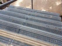 Metali kroki z metal dziurami i poręczem Zdjęcie Royalty Free