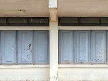 Metali okno na starym budynku Zdjęcia Royalty Free