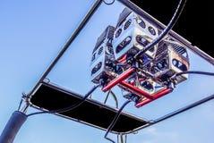 Metali palniki gorące powietrze balon przeciw niebieskiemu niebu, Zdjęcie Stock