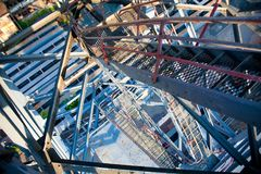 Metali schody, odgórny widok, przemysłowa geometria Zdjęcie Royalty Free