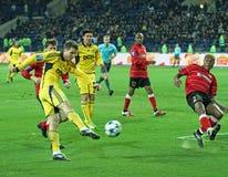 Metalist vs Metalurh Zaporizhya fotbollmatch royaltyfri foto