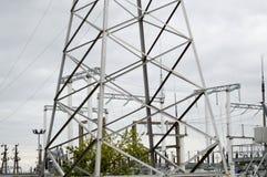 Metallöverföringslinje med delarna av det elektriska nätverket, systemet av maktutrustning för överföringen Royaltyfria Foton