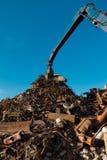 Metall, das Autofriedhof aufbereitet stockbild