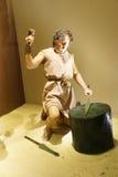Metall, das in prähistorische Zeiten arbeitet Stockfotos