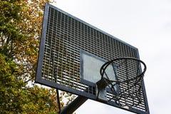Metall draußen parken Basketballplatz-Rückenbrett-Netz-Kette stockbilder