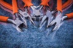 Metall elektrische Zangenisolierquetschwalzen nah herauf die Ansicht electricit Lizenzfreies Stockfoto