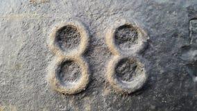 Metall nummer 88 Textur av rostig metall i form av diagram 88 Arkivbild