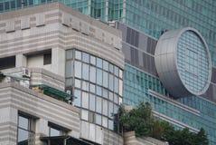Metall och balkong för ram för CloseupTaipei 101 byggande glasvägg Fotografering för Bildbyråer