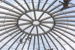Metall och glass tak av gallerian royaltyfri foto