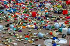 Metall- och plast-lock Återvinning miljö, ekologi royaltyfri foto