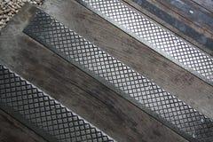 Metall och trätrottoar royaltyfri foto