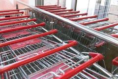 Metall shoppar upp vagnssupermarketslut Fotografering för Bildbyråer