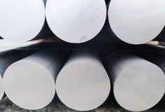 Metall- und Aluminiumhaufen in der Lagerfracht f?r Transport zu Herstellungsfabrik lizenzfreie stockfotos