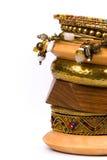Metall und hölzerne Armbänder Lizenzfreie Stockfotos