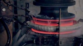 Metall uppvärmning med modern högteknologisk teknologi stock video