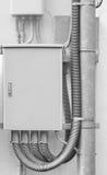 Metallask av elektrisk kabel för nätverk arkivbilder