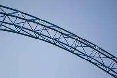 Metallbau gegen den Himmel Stockbild