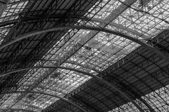 Metallbau-Zusammenfassungshintergrund Struktur des Stahldachs Stockfoto