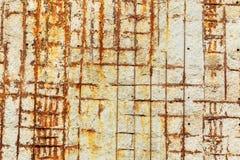 Metallbeschläge, alte Betonmauer, Gutshofbeschaffenheitshintergrund Lizenzfreie Stockfotografie