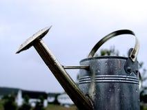 Metallbewässerungs-Dose Stockfotografie