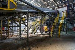 Metallbinderstrukturen auf Verarbeitungsanlage der modernen Abfallaufbereitung Unterschiedliche Speicherbereinigung Wiederverwert stockbild