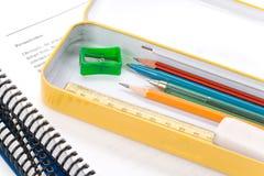 Metallbleistiftkasten und -buch Lizenzfreies Stockbild