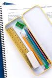 Metallbleistiftkasten und -buch Lizenzfreies Stockfoto