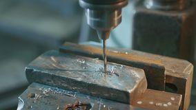 Metallbohrmaschine stock footage